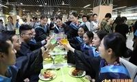 四川一学院制百种美食自助餐送别毕业生