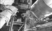 """美宇航员太空行走 为空间站增设""""停机位"""""""