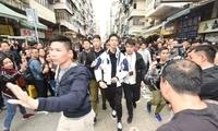 香港天上掉钱后续:撒钱的人刚刚被警察带走了!
