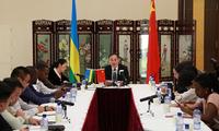 饶宏伟大使就习近平主席访问卢旺达举行新闻吹风会
