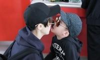 谢楠与儿子母子装现身 互相喂糖亲亲超温馨