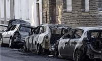 """法国国庆日""""狂欢"""":近千辆车被烧 500余人被拘留"""