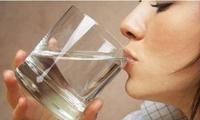 早上喝水好处多 但这4种水最好别早上喝 不养人反而伤身!