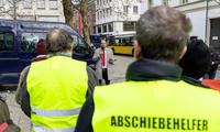 """德国人也穿上了""""黄背心"""":抗议房租失控、退休金太少"""