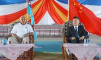 钱波大使与斐济总理共同出席中国援斐车辆项目交接仪式