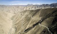 西藏最危险的公路,穿越几百里无人区,死人沟连老司机闻风丧胆