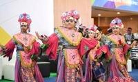 印尼女孩跳传统舞蹈迎雅加达亚运会