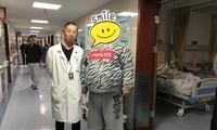300斤男子减肥术前查出肾上腺瘤 住院间还偷点外卖吃