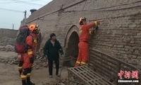 新疆伽师连发多次地震 民众睡梦中被震醒