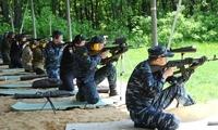 看看美国军迷咋练枪?现役装备、现役场地,近似实战的射击竞赛