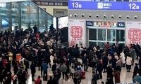 【高清】受降雪影响 郑州东站列车大面积晚点