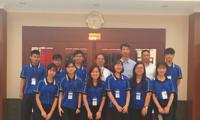 郝志刚副总领事与香港将军澳香岛中学代表团座谈交流