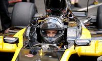 庆祝解禁妇女开车 沙特女子驾F1赛车亮相法大奖赛