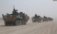 沙漠行军中的美国国民警卫队