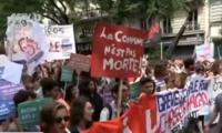 马克龙改革新政引发民众不满 法国数十城市联合发起示威游行