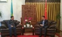 驻阿拉木图总领事张伟会见上海市政府参事室主任姜平