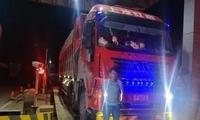 """核载31吨大货车超载成""""百吨王"""" 驾驶人被记6分罚款2000元"""